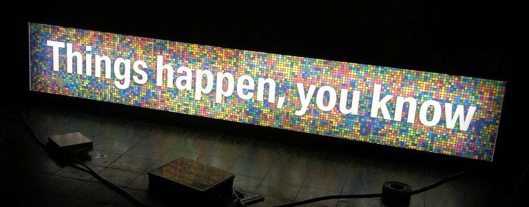Kunstenaar triggert publiek met quotes